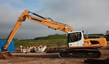 La excavadora sobre cadenas R 926 de Liebherr trabaja en la isla holandesa de Texel