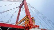 Peri trabaja en la restauración de un puente en Holanda