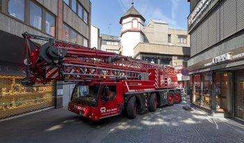 Una grúa Liebherr se adapta al centro de una ciudad alemana