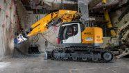 Una excavadora Liebherr en el centro de París